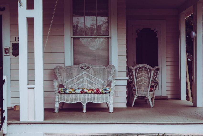white wicker padded bench